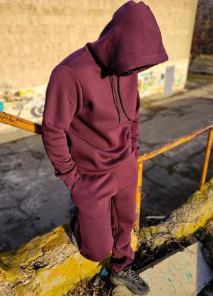 Стильный спортивный костюм бордового цвета oversize