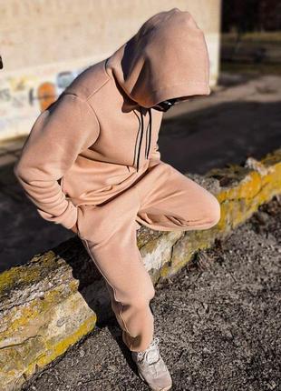 Спортивный костюм бежевого цвета oversize