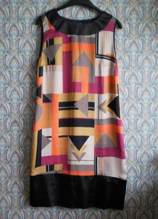 Стильное  шелковое платье  с геометрическим рисунком