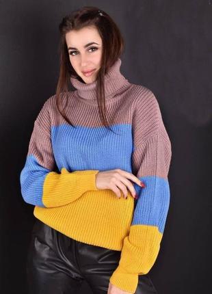 Красивый вязаный свитер
