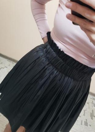 Плиссированная кожаная юбка