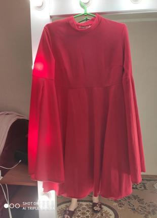 Платье крассное с рукавами на разрезе