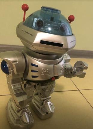 Игрушка робот с пультом