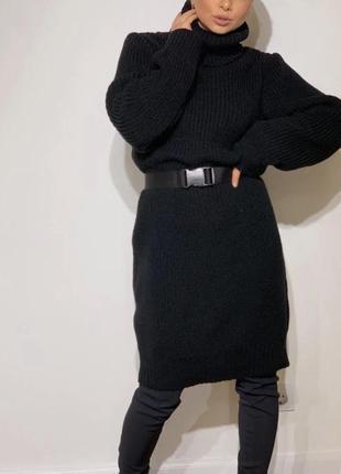 Женский теплый удлиненный свитер-туника объемный свитер вязанное платье с поясом чёрное