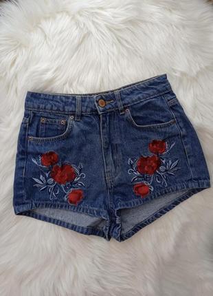 Джинсовые шорты шортики высокая посадка с нашивками цветов