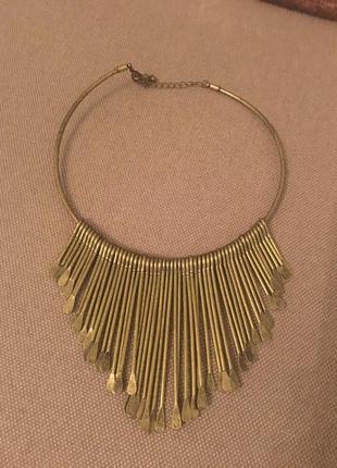 Крутое и стильное ожерелье от stradivarius