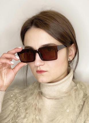 Прямоугольные очки в стиле ретро