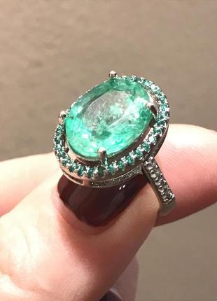 Перстень просто шикарный с натуральным зеленым турмалином