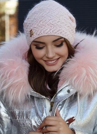 Красивая ажурная шапка, пудра