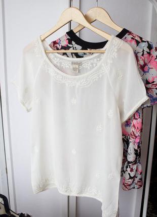 Блуза цвета айвори молочная с вышивкой lucky brand