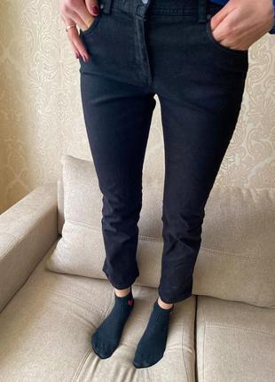 Чорні джинси