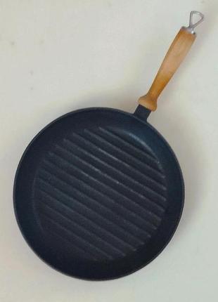 Чугунная сковорода-гриль со съемной ручкой.