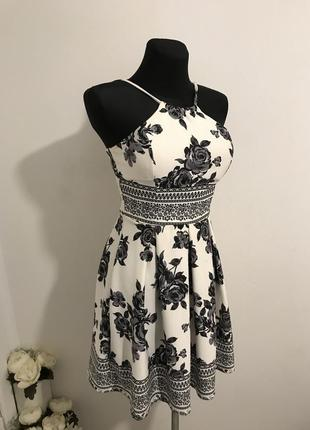 Платье в цветочки / цветочный принт