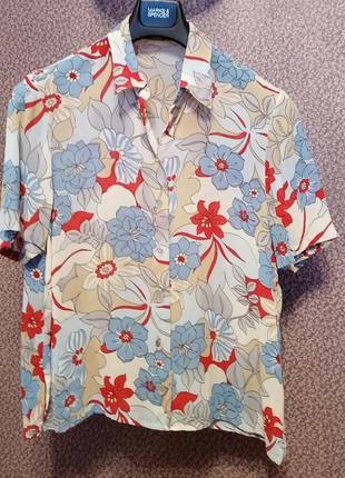 Яркая блузка рубашка в цветах