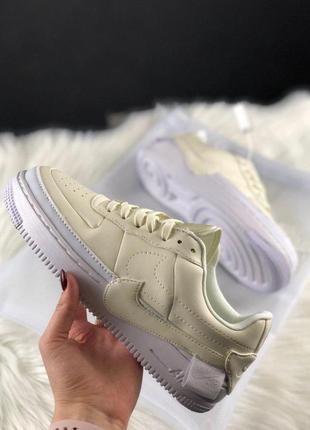 Белые светло жёлтые кроссовки кеды удобные стильные (nike air force 1 jester white)