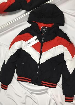 Новая дутая куртка трехцветная размер с