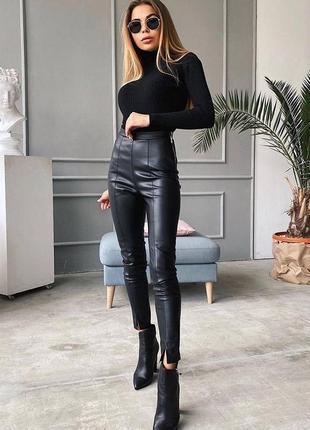 Бомбезные штаны из экокожи , черный ,баклажан