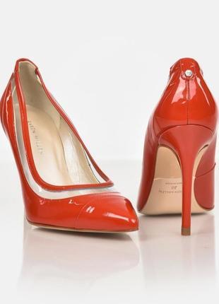 Лаковые классические туфли лодочки на тонком высоком каблуке