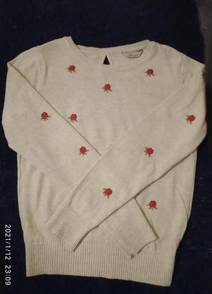 Нежный свитер в розах1 фото