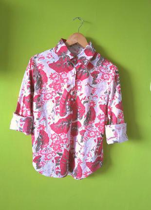 Яркая пляжная рубашка
