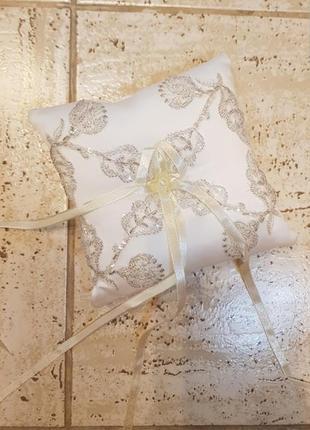 Декоративная подушечка для сыадебных колец