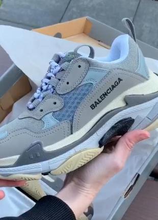 Кросівки бренд triple s кросівки
