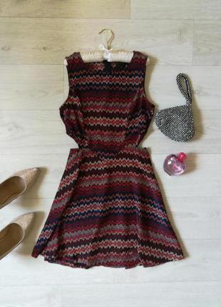 Красивое платье с вырезами