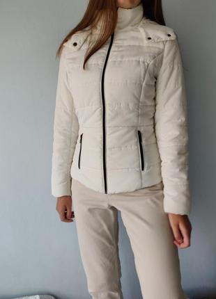 Белая куртка пуховик (44-46 размер)