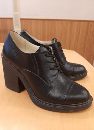 Кожаные демисезонные туфли 39 р.