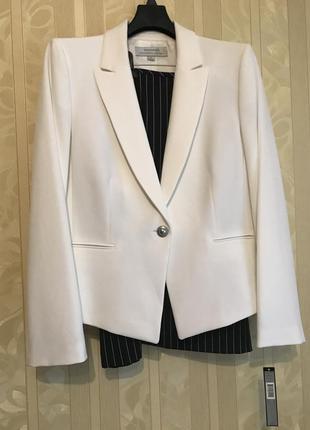 Нарядный юбочный костюм tahari