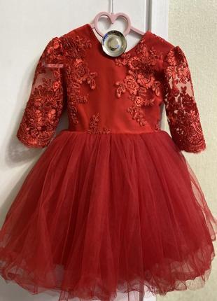 Нарядное красное платье для девочки