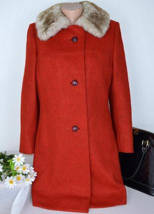 Брендовое утепленное пальто с карманами и меховым воротником винтаж isa синтепон