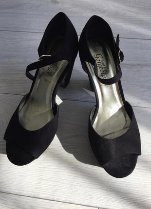 Туфлі, босоножки на каблуку, чорні класичні туфлі, туфли.