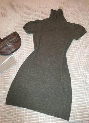Теплое кофейное  платье с коротким рукавом  под шею