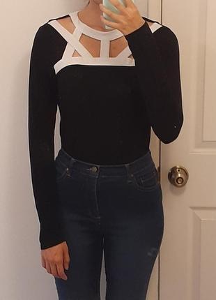 Туника черно-белая батал с длинными рукавами и акцентным декольте