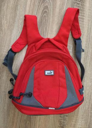 Маленький красный рюкзак