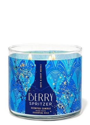Свеча ароматизированная bath and body works berry spritzer 3-wick candle 411 г