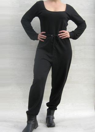 Свободный чёрный трикотажный длинный комбинезон missguided с карманами на резинке