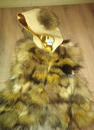 Меховая жилетка из енота с капюшоном и ушками