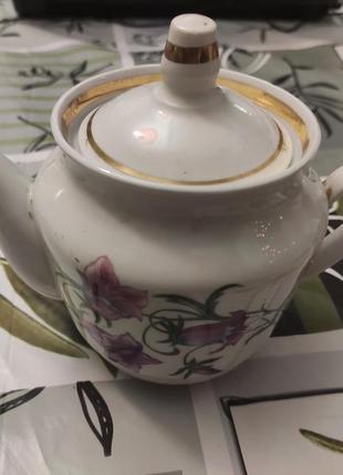 Заварник для чая с золотистым напылением.