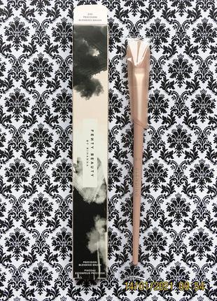 Кисть для растушевки теней fenty beauty by rihanna 230 precision blendind brush тени