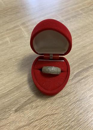 Серебряное кольцо с россыпью камней дорожка