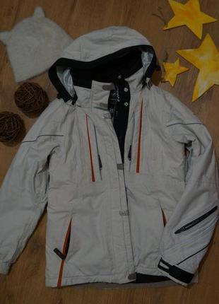 Белая лыжная  куртка