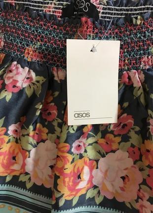 Очень красивая и стильная брендовая юбка в цветах.