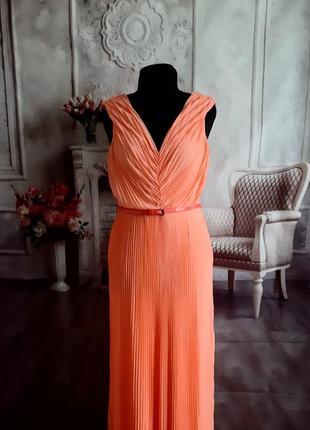 Стильное платье макси плиссе