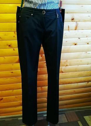 Великолепные классические черные брюки модного американского бренда guess.