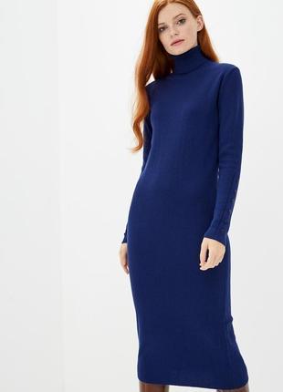 Красивое теплое платье синего цвета с высоким горлом