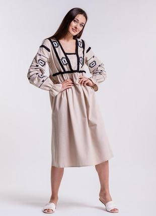 Платье-вышиванка с геометрией гладью и бахромой светло-бежевое