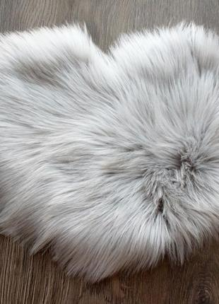 Пушистый коврик длинный ворс в форме сердца. 40*30 см. коврик сердечко