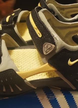 Летние спортивные сандалии
